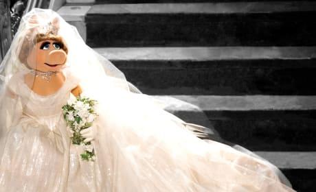 Muppets Most Wanted Miss Piggy Wedding Dress