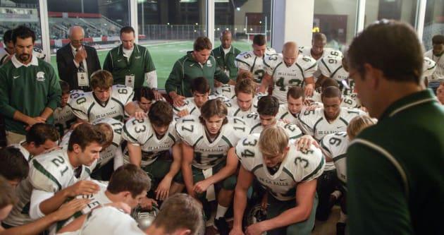 Jim Gathers The Team in Prayer