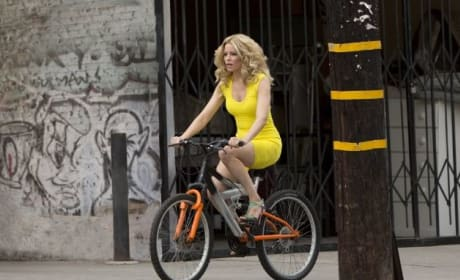 Elizabeth Banks Stars in Walk of Shame