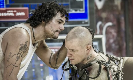 Elysium Stills Drop: Matt Damon's Quest