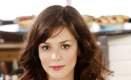 Anna Friel Joins Cast of Land of the Lost