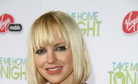 Anna Faris Considered for The Dictator