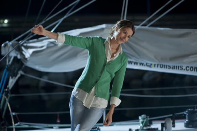 Amanda Crew as Tess Carroll
