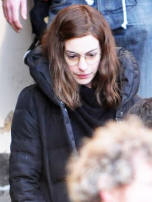 Anne Hathway on London Set of One Day
