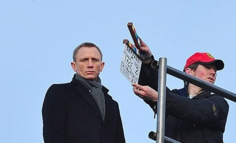 Daniel Craig Filming Skyfall Photos!