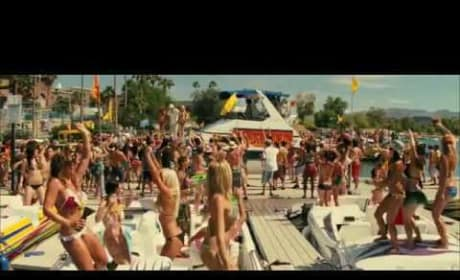 Piranha 3D  Offical Trailer