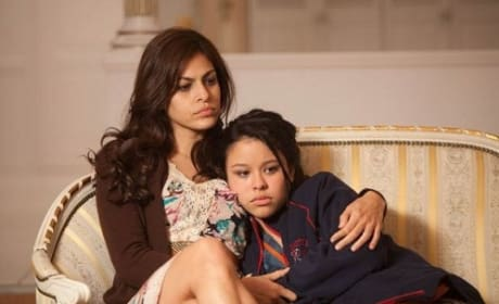 Eva Mendes and Cierra Ramirez in Girl in Progress
