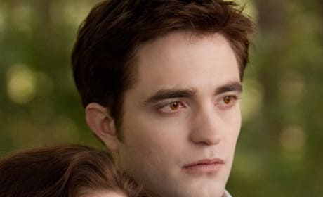 Breaking Dawn Part 2 Behind-the-Scenes Footage: Kristen Stewart and Robert Pattinson on Set