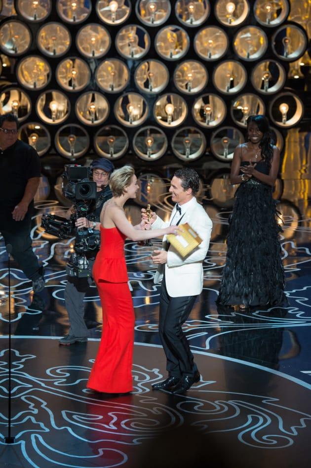 Jennifer Lawrence Presents Matthew McConaughey Oscar