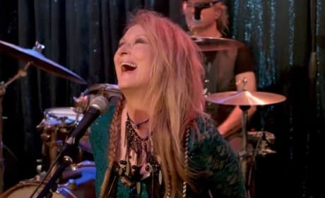 Ricki and the Flash Trailer: Meryl Streep Rocks Out!