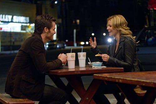 Chris Pine and Elizabeth Banks in People Like Us