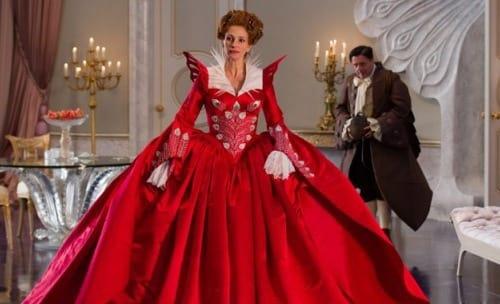 Julia Roberts Stars in Mirror Mirror