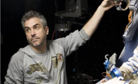 Alfonso Cuaron Directs Gravity