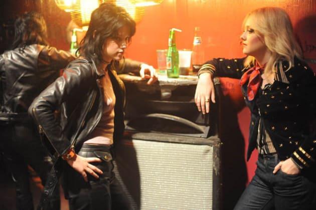 Dakota and Kristen Share a Pop