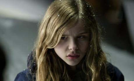 Chloe Moretz and Kodi Smit-McPhee Featured in Two New Stills from Let Me In