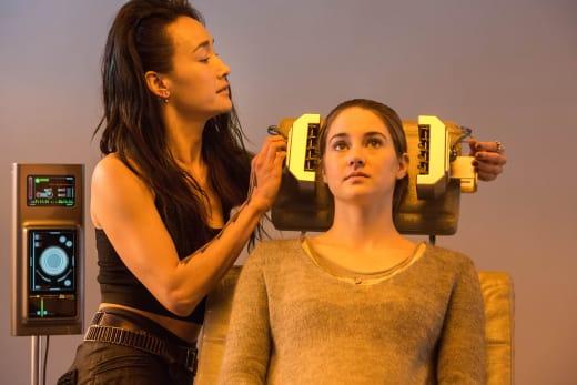 Shailene Woodley Maggie Q Divergent