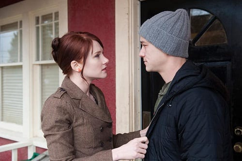 Joseph Gordon-Levitt and Bryce Dallas Howard in 50/50