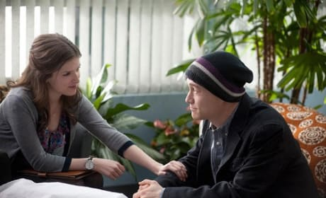 Joseph Gordon-Levitt and Anna Kendrick in 50/50