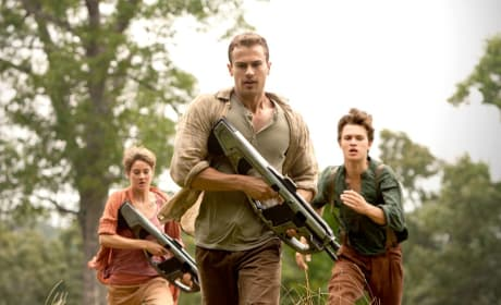 Insurgent First Photo: Shailene Woodley & Theo James Are Running!