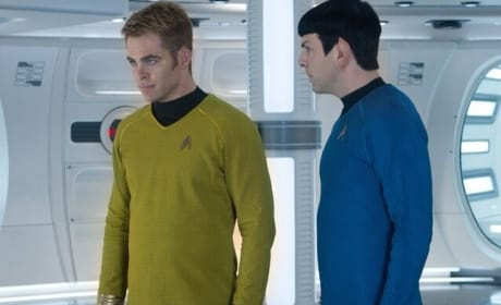 Chris Pine Zachary Quinto Star Trek Into Darkness