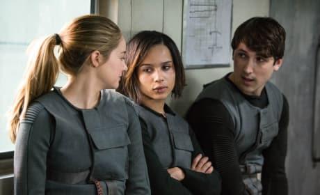 Shailene Woodley Zoe Kravitz Divergent