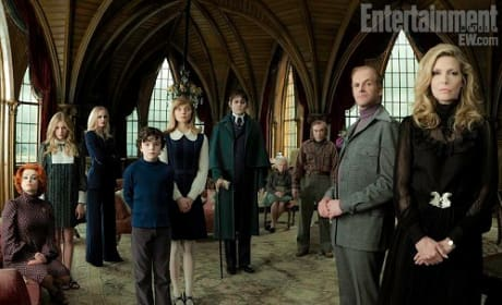 Dark Shadows: First Family Photo of Johnny Depp's Clan Premieres