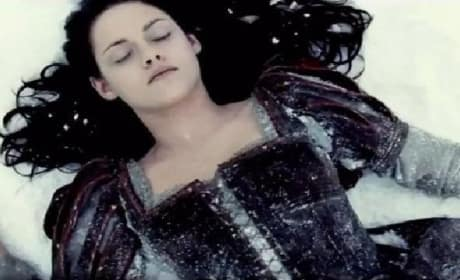 Snow White and the Huntsman Spanish Trailer: Where's K-Stew?