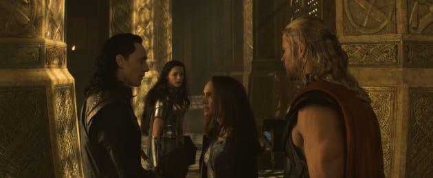 Thor The Dark World Chris Hemsworth Natalie Portman Tom Hiddleston