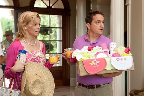 Elizabeth Banks and Ben Falcone in What to Expect