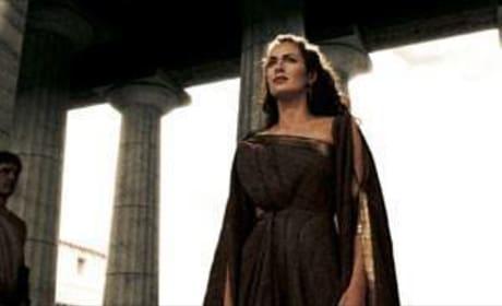 Queen Gorgo in front of the Senate