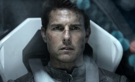 Oblivion Review: Tom Cruise Takes Off