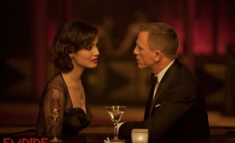 Skyfall Photos Drop: Bond Looks at Attractive Women in the Face