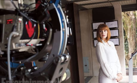 Jurassic World Set Photos: Bryce Dallas Howard Ready for Action