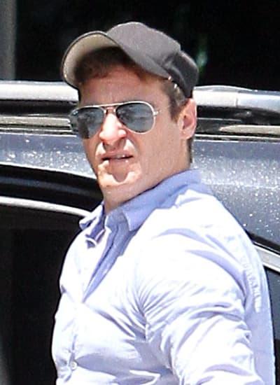 Bizarre Joaquin Phoenix