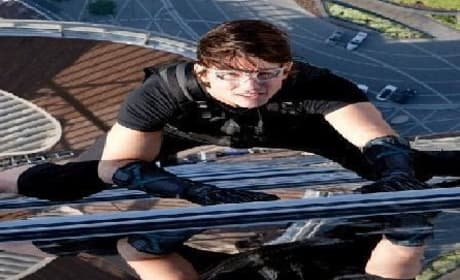 Tom Cruise Gets High in Dubai: New Mission Impossible: Ghost Protocol Clip