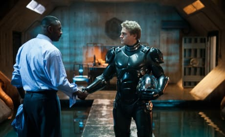 Pacific Rim Gets New Stills: Charlie Hunnam and Idris Elba Are Badasses