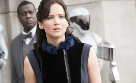Catching Fire Review: Katniss Heats Up