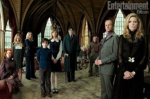 Dark Shadows Cast Photo