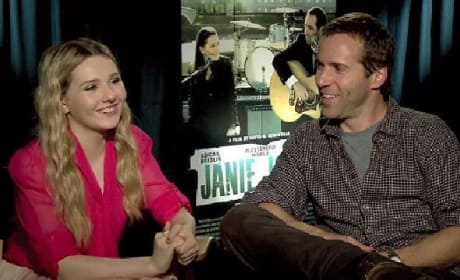 Exclusive: Abigail Breslin and Alessandro Nivola Sing Janie Jones' Praises