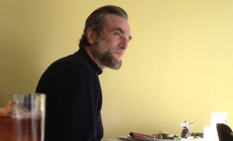 Daniel Day Lewis Debuts Lincoln Look