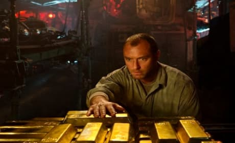 Black Sea Trailer: Jude Law Looks For Nazi Gold (In a Sub!)