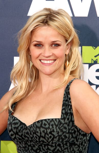 Reese Witherspoon Wins The Generation Award at MTV Movie Awards