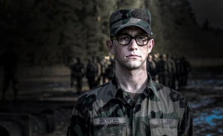 Snowden First Photos: Joseph Gordon Levitt Is NSA Whistleblower