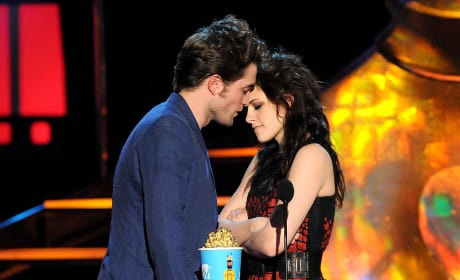 MTV Movie Awards Robert Pattinson and Kristen Stewart