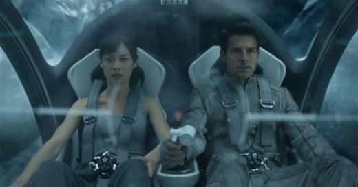 Oblivion Olga Kurylenko Tom Cruise
