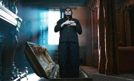 Dark Shadows Stars Johnny Depp