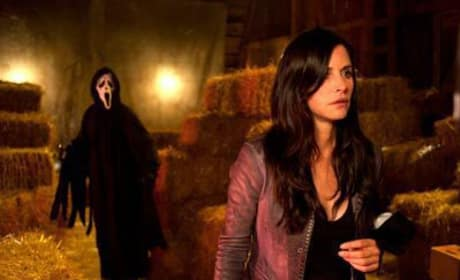 Courteney Cox and Ghostface in First Official Photo from Scream 4, Plus Interviews with the Cast on Set!