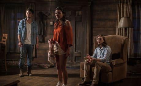 Evil Dead Shiloh Fernandez, Jessica Lucas & Lou Taylor Pucci