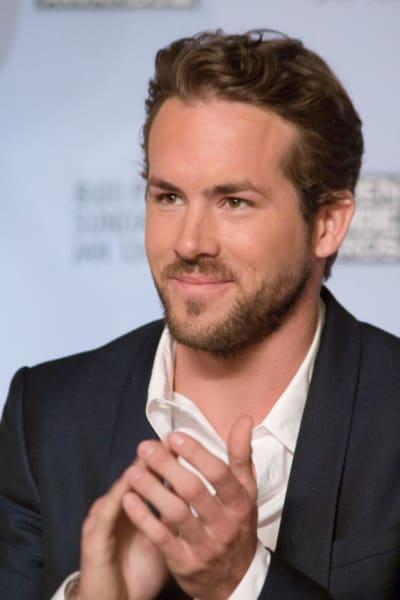 Ryan Reynolds clapping