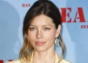 Uma Thurman, Jessica Biel Are Soccer Moms in Playing The Field